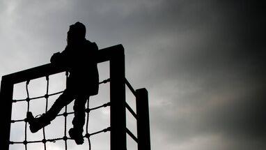Photo of Vater soll jahrelang eigenen Sohn missbraucht haben – an mehreren Orten der Region